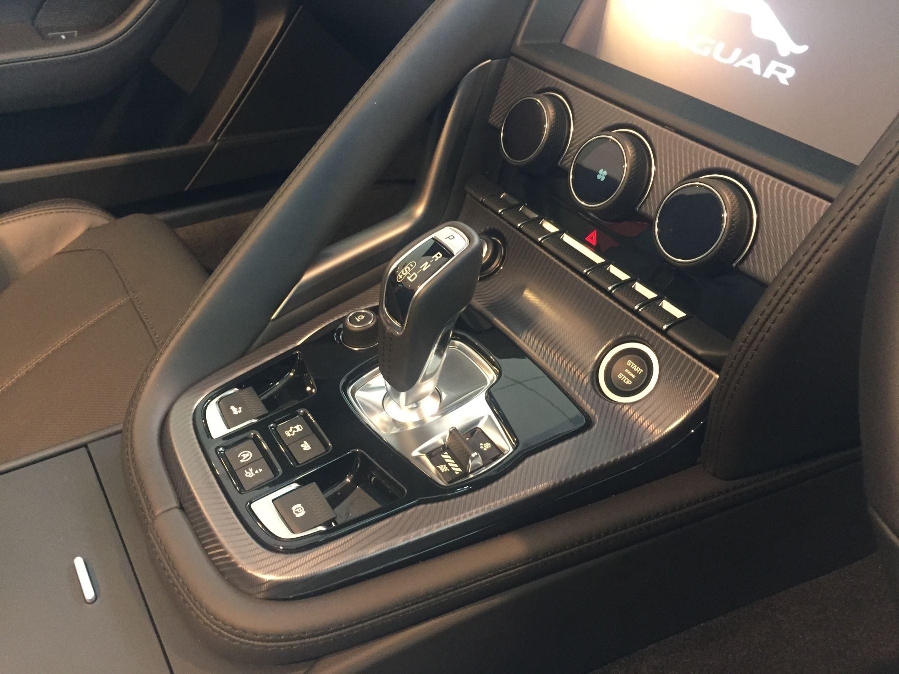 Jaguar F-TYPE 5.0 P450 Supercharged V8 R-Dynamic image 10